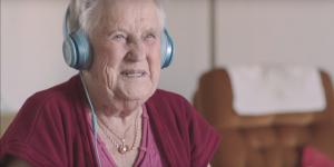 Tre släpper loss musiken på äldreboende – med fria musikpaket