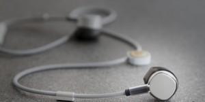 De trådlösa hörlurarna Pugz kan låna batteri från din telefon när de laddas ut